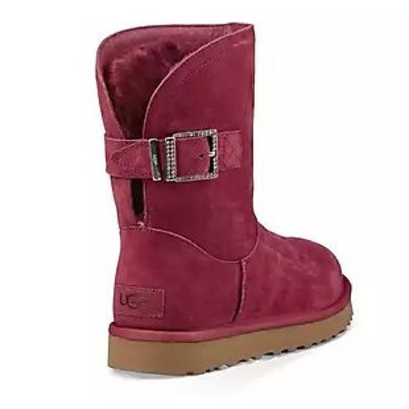 dd3d9b275db Authentic Ugg Remora buckle boots 👢 NWT